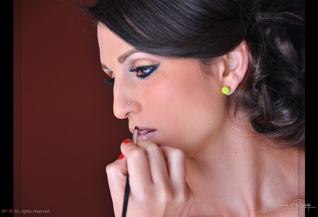 Amaizing picture of bride in the make up sesion from a Playa del Carmen wedding