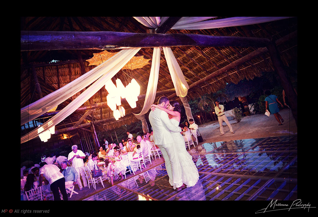 Grooms dancing in their nupcial moment from their Playa del Carmen wedding