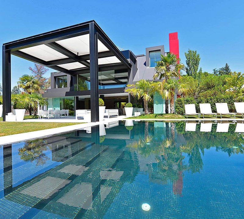 fotografía de arquitectura de porche en mansion de diseño
