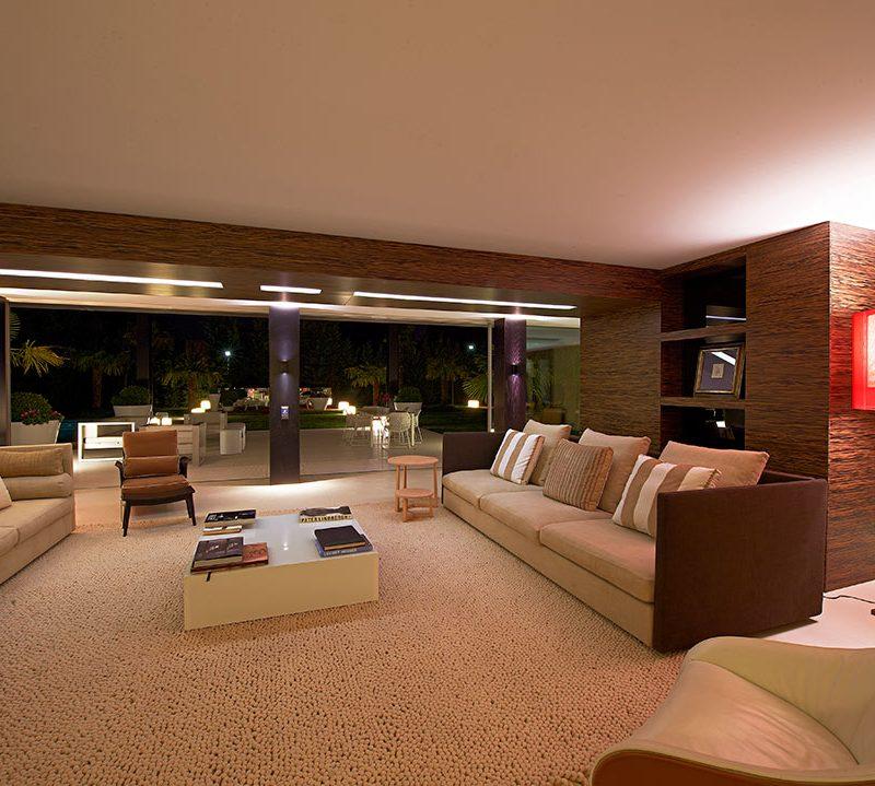fotografia de interiores con ambiente nocturno en salon de diseño