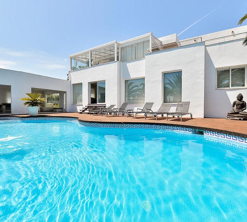 piscina de vivienda ibicenca