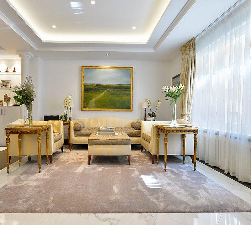 fotografi de interior de salon de diseño clasico